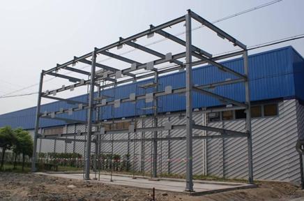 普腾停车设备首台样机外部钢结构吊装顺利完成